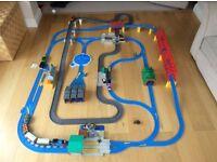 Thomas & friends ultimate road & rail train set