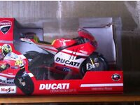1:6 scale model of Valentino Rossi 2011 Ducati