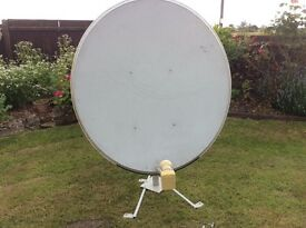1200cm Satellite Dish with LMB and stand