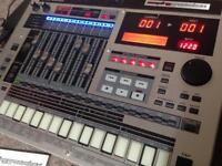 Roland mc 808 groovbox sampler