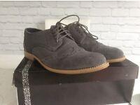 Men's size 11 suede shoes