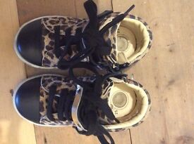 Chicco, New real leather shoes size 25, 8UK