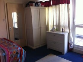 NON-PARTY HOUSE**CLEAN QUIET **SAFE AREA**TIDY & PEACEFUL HOME**CENTRAL LOCATION**LARGE DOUBLE ROOM