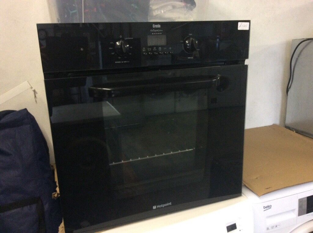 Hotpoint black single fan oven. Working perfect.