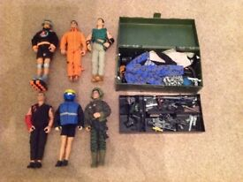 6 Action men and accessories