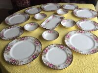 Royal Albert Country Roses China Dinner Set, vintage (1981), 19 pieces