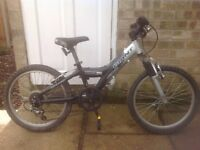 Giant MTX150 Kids Mountain Bike boys or girls With 5 Gears and Front Suspension