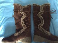 Ladies Brown Suede Fur Lined Boots Size 5