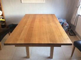 Solid oak table with 4 matching chairs