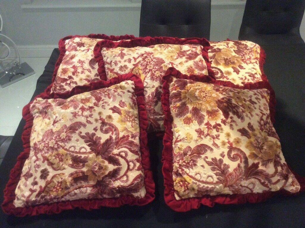 Set of 5 red velvet patterned cushions