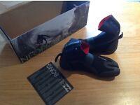 Billabong wetsuit boots