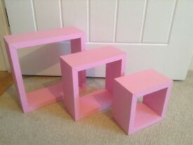 Set of 3 pink cube wall shelves