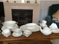 Mayott Staffordshire Olde Chelsea White Dinner Set