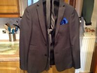 SLATERS 165 slim 4 piece suit. 34in jacket/waistcoat, 28in trousers, 3 FREE matching shirts size 14.