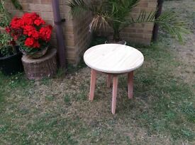 ROUND SOLID WOOD SIDE / COFFEE / TEA / CHILDRENS TABLE