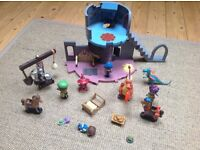 Mike the knight castle plus loads of figures and accessories all in EXCELLENT CONDITION