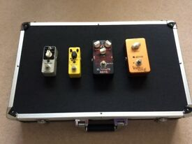 Guitar pedal case and 4 effect pedals
