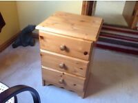 """NICE 3 DRAWER PINE BEDSIDE DRAWER UNIT IN GOOD OVERALL CONDITION, ALMOST 24"""" HIGH."""