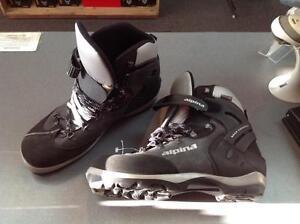 Men's Alpina Cross Country Ski Boots, size 47, (sku: Z09926)