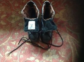 Alt-berg steel toe capped boots size 6