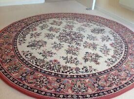 Round carpet in very good condition