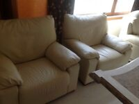 CREAM LEATHER 3 SEATER SOFA AND 2 CHAIRS