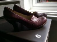 Clarks Ladies Size 6 UK Wine Leather Shoes