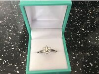 GORGEOUS PLATINUM AND DIAMOND DAISY CLUSTER RING 0.50 CARAT SIZE K. LOVELY CONDITION. BARGAIN