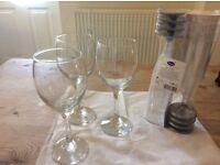 3 glass wine glasses + 8 plastic champagne flutes