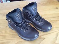 Men's Hi-Tec walking boots. UK size 8. EUR size 42.