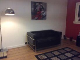Stunning Italian contemporary leather sofa.bargain at £60 collect Edinburgh