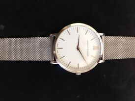Classic wristwatch with Milanese bracelet