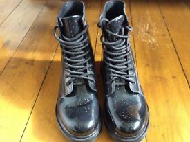 Atmosphere water boots size 5/38