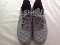 NIKE FOOTBALL BOOTS WITH METAL STUDS
