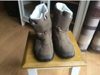 CHILDRENS QUECHUA WARM LINED SNOW BOOTS SIZE 4