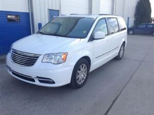 2015 Chrysler Town & Country Touring - DVD entertainment system