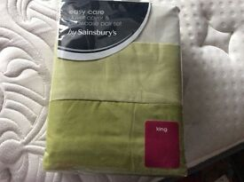NEW Green King Size Duvet Cover and 2 pillow cases