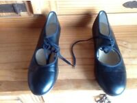 Ladies black tap shoes size 6 with heel taps