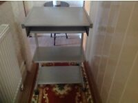 Small computer table suitable for bedroom.
