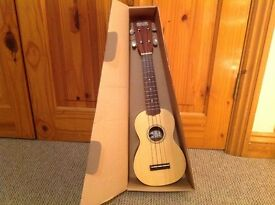 NEW Ukulele with solid spruce top and gig bag
