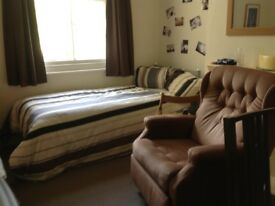 Room for single person full time student, near London road train station more