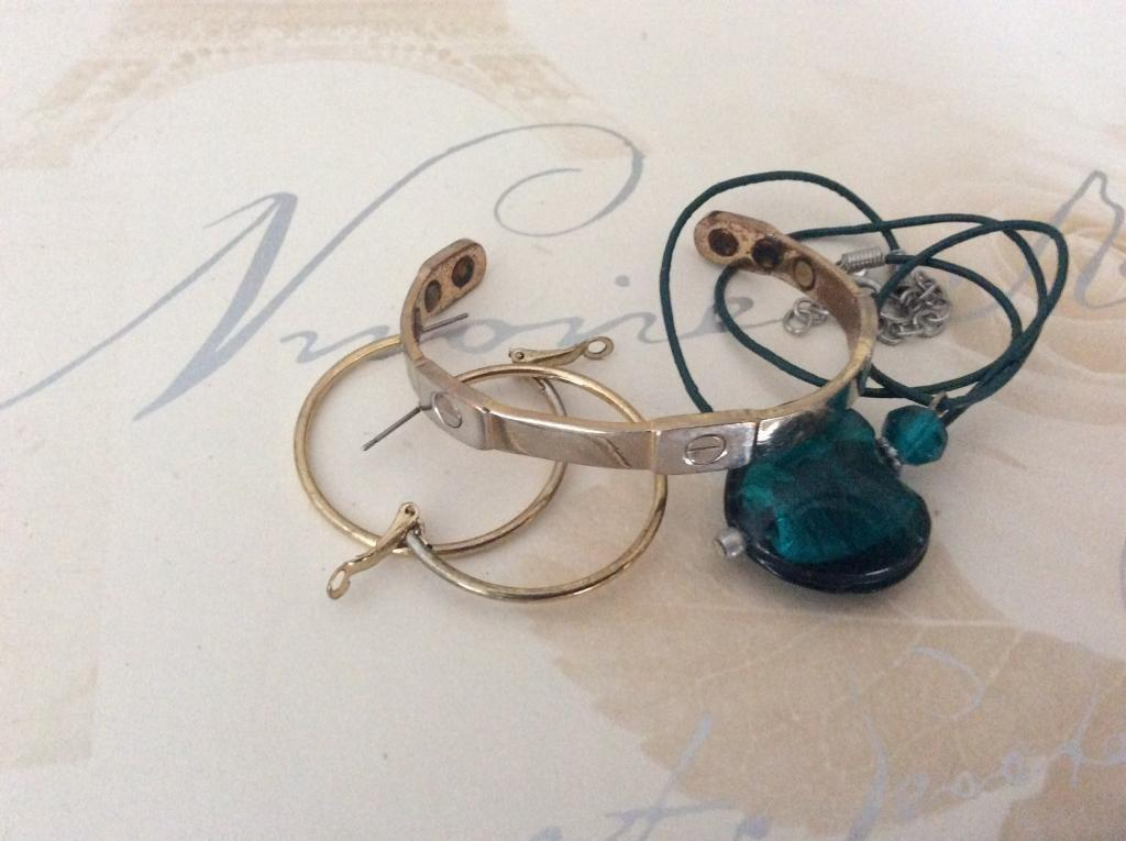 Bracelet pendant and earringsin Kingston, LondonGumtree - The bracelet is two tone and magnetised for arthritic usersThe pendant is glass in aquamarine with metal hoop earrings