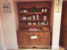 Pine kitchen dresser in good condition. Offers 3 shelves, 6 drawers,3 cupboards. 2 piece construct.