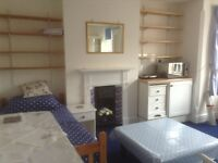 Lovely large STUDIO to let - Divinity Road. Available 5th October. £620 pcm all inclusive