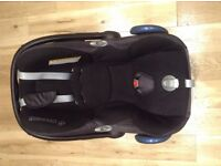 Baby car seat and base - Maxi Cosi Cabriofix and Isofix base