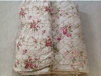 Beautiful Quilted Bedspread/Throw, Shabby Chic, Reversible 2 Pillowshams New