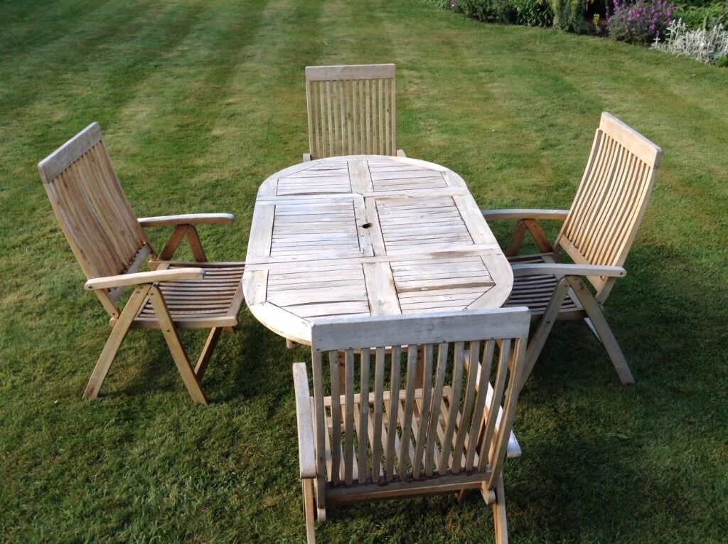Wooden Garden / Patio set with four carver chairs and cushions