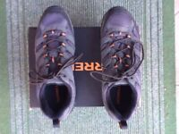 PAIR OF MENS WALKING SHOES SIZE 11