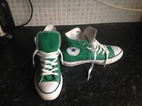 Green converse high tops size 5. In excellent condition. Also on other sites