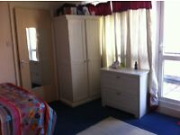 LOW RENT***SAFE AREA***CENTRAL LOCATION***SHARED LIVING ROOM***CLEAN QUIET HOME**LARGE SPACIOUS ROOM